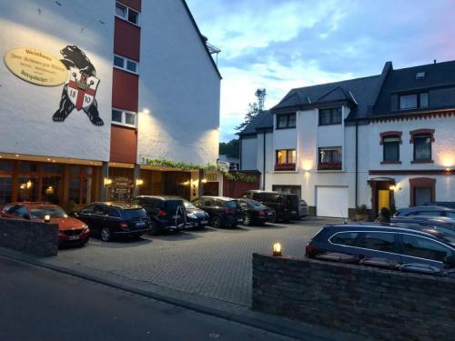 Hotel Außenansicht Koblenz mit Parkplatz